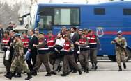 Διατάχθηκαν 176 νέες συλλήψεις στρατιωτικών στην Τουρκία