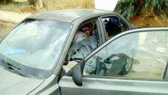Γροθιά στο στομάχι - Οικογένεια στην Πάτρα ζει σε ένα παρατημένο αμάξι