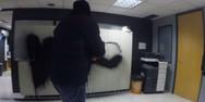 Ο Ρουβίκωνας ανέλαβε την ευθύνη για την επίθεση στα γραφεία των δύο εφημερίδων (video)