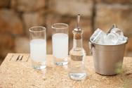 Τσίπουρο: Τέρμα το χύμα, μόνο εμφιαλωμένο στα τσιπουράδικα του Βόλου