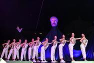 Χορευτές και ακροβάτες έδωσαν τον δικό τους τόνο στην τελετή!