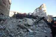 Τουρκία: Δραματική διάσωση μάνας και κόρης από τα ερείπια (φωτο+video)