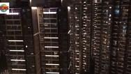 Κορονοϊός - Οι κάτοικοι της Ουχάν τραγουδούν στα μπαλκόνια τους (video)