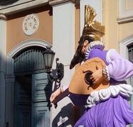 Πάτρα: Ο μπάστακας στην είσοδο του δημαρχείου και πάλι στη θέση του!