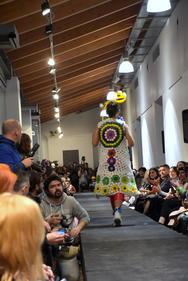Αυτά μόνο στην Πάτρα - Έγινε της... ΠασαΤρέλας, στο απόλυτο event του καρναβαλιού! (pics+vids)