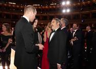 Η στιγμή που ο Joaquin Phoenix υποκλίνεται στον πρίγκιπα Ουίλιαμ (video)
