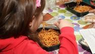 Αυξάνονται τα παιδιά που θα λαμβάνουν σχολικά γεύματα