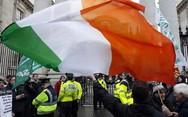 Στις κάλπες σήμερα οι Ιρλανδοί για να αναδείξουν νέο κοινοβούλιο
