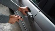 Πάτρα: Αλλοδαπός άρπαξε από αυτοκίνητο 8.700 ευρώ!