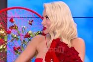 Η Κατερίνα Καινούργιου έμεινε άφωνη με την ανθοδέσμη με τα κόκκινα τριαντάφυλλα (video)