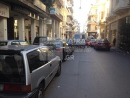 Τροχαία Πατρών - Αφαίρεση πινακίδων από διπλοπαρκαρισμένα οχήματα