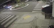 Σοκαριστικό τροχαίο: Καρφώθηκε με 160 χλμ/ώρα σε κυκλική διασταύρωση (video)