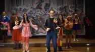 Η Πάτρα, το καρναβάλι χορεύει και το τραγουδάει κιόλας (video)