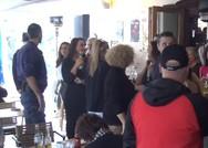 Ζάκυνθος: Τσακώθηκαν θαμώνες με αστυνομικούς για τον αντικαπνιστικό (video)