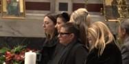 Θρήνος στην κηδεία του Κώστα Βουτσά (video)