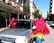 Στην 'Ελληνοφρένεια' οι καρναβαλιστές που ντύθηκαν πλυντήρια αυτοκινήτων (video)