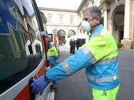 Απαγορεύτηκαν οι συναθροίσεις άνω των 5.000 ανθρώπων σε κλειστούς χώρους στη Γαλλία