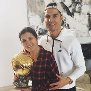Cristiano Ronaldo - Το μήνυμά του μετά το εγκεφαλικό που υπέστη η μητέρα του!