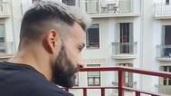 Κορωνοϊός: Ο πιανίστας της Βαρκελώνης που 'τρέλανε' το διαδίκτυο (video)
