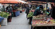 Πάτρα - Χωρίς γάντια και μάσκες, τα ψώνια στη λαϊκή αγορά των Προσφυγικών (video)