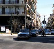Αίγιο: Ιερείς ράντισαν με αγιασμό τους δρόμους για να φύγει ο κορωνοϊός (video)