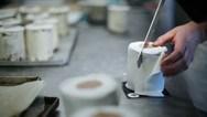 Κορωνοϊός: Αρτοποιός έκανε κέικ σε σχήμα... ρολού τουαλέτας