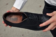 Κορωνοϊός - Πόσες ημέρες μπορεί να επιβιώσει ο ιός στις σόλες των παπουτσιών