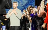 Μπράντον Μάξγουελ: 'Η καλοσύνη της μόδας αποκαλύπτεται τις δύσκολες στιγμές της πανδημίας'