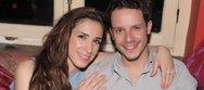 Ο Δημήτρης Μακαλιάς και η Αντιγόνη Ψυχράμη έκαναν ποδαρικό στο 'Μπαίνουμεεεεεε σπίτι' (video)