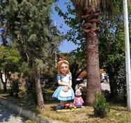Πάτρα - Η«Αλίκη στη χώρα των θαυμάτων», κοσμεί την είσοδο του Καραμανδανείου! (φωτο)