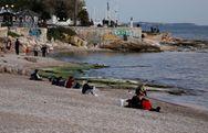 Κορωνοϊός: Μεταδίδεται στη θάλασσα;