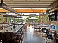 Κορωνοϊός: Με ραντεβού στα καταστήματα, αποστάσεις στις καφετέριες