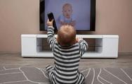 Μεγαλύτερος ο κίνδυνος για συμπτώματα αυτισμού για μωρά μπροστά σε οθόνες