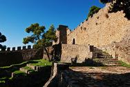 Άγνωστοι στόλισαν με συνθήματα για την Παναχαϊκή το Κάστρο της Ναυπάκτου (φωτο)