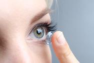 Covid-19: Πόσο αυξάνουν τον κίνδυνο οι φακοί επαφής