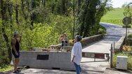 Ελβετία - Κορωνοϊός: Οι παππούδες θα μπορούν να παίρνουν αγκαλιά τα εγγόνια τους