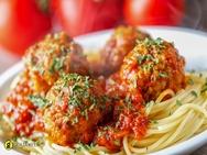 Μαγειρέψτε κεφτεδάκια με σπαγγέτι και σάλτσα ντομάτας