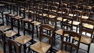Empty Chairs - Η εστίαση της Πάτρας, διαμαρτύρεται με μια πρωτότυπη εκδήλωση