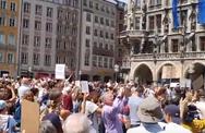 Γερμανία - Χιλιάδες αγανακτισμένοι διαδήλωσαν στους δρόμους (video)