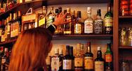 Πάτρα: Γυναίκα άρπαξε μπουκάλια ποτών από σούπερ μάρκετ