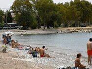Κόσμος στις παραλίες γύρω από την Πάτρα, με μέτρα ασφαλείας και αποστάσεις