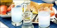Δυτική Ελλάδα: Άνοιξε το ουζερί του και δέχτηκε πελάτες