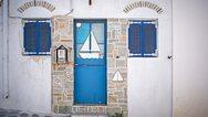 Daily Mail: «Φρένο» από την Ντάουνινγκ Στριτ στα όνειρα των Βρετανών για διακοπές στην Ελλάδα