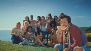 """Harry Styles: Αφιέρωσε το βίντεο κλιπ του 'Watermelon Sugar' στο """"άγγιγμα"""" (video)"""
