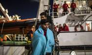 Ιταλία: Πλοίο-φάντασμα αποβίβασε 400 μετανάστες στη Σικελία