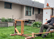 Κερνώντας τον γείτονα μπύρες… με καταπέλτη (video)