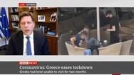 Το απρόοπτο με τον... καφέ στη συνέντευξη Βαρβιτσιώτη στο BBC (video)
