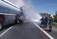 Έπιασε φωτιά βυτιοφόρο στην Εθνική Αθηνών - Θεσσσαλονίκης