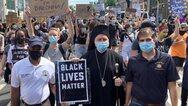 Δολοφονία Φλόιντ: Σε ειρηνική διαμαρτυρία στο Μπρούκλιν ο Αρχιεπίσκοπος Αμερικής Ελπιδοφόρος (φωτο)