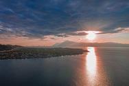 Η στιγμή που ο ήλιος 'συντροφεύει' τη Γέφυρα και τον Ψαθόπυργο